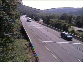 Traffic Cam CAM 145 Southbury I-84 EB Exit 14 - Rt. 172 (Lakeside Rd.) - Eastbound