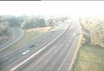 Traffic Cam CAM 39 Fairfield I-95 SB Exit 19 - Mill Hill Rd. - Southbound