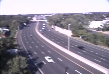 Traffic Cam CAM 74 New Haven I-95 NB S/O Exit 46 - Long Wharf Dr. - Northbound